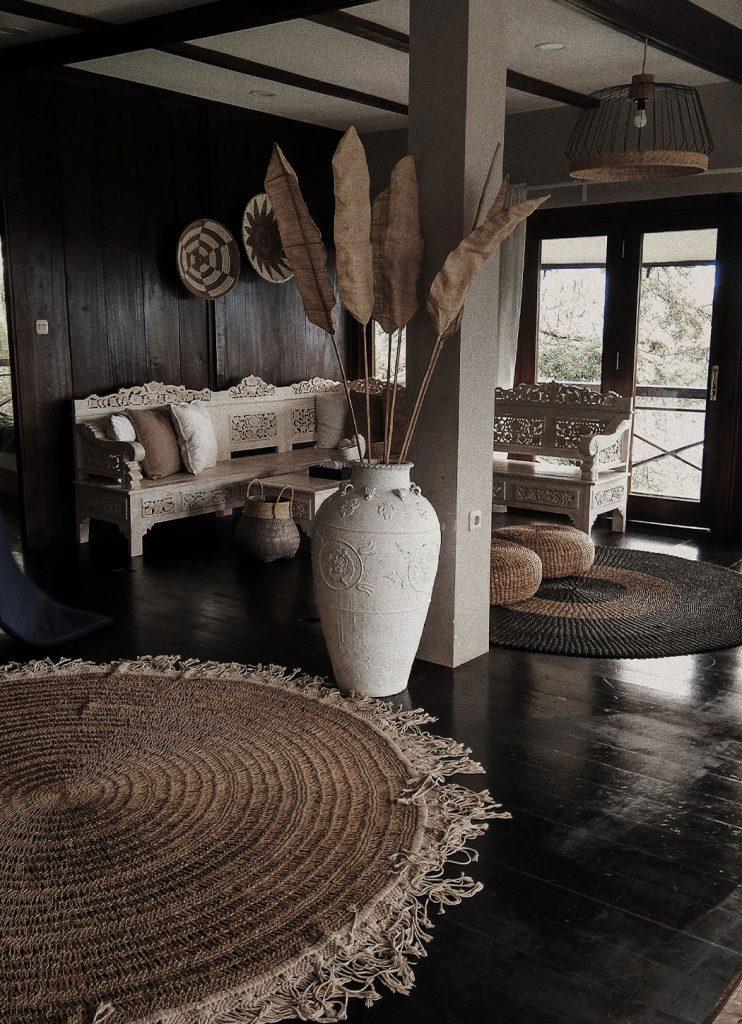 Kör alakú szőnyeg, amely megbontja a szokásos formát