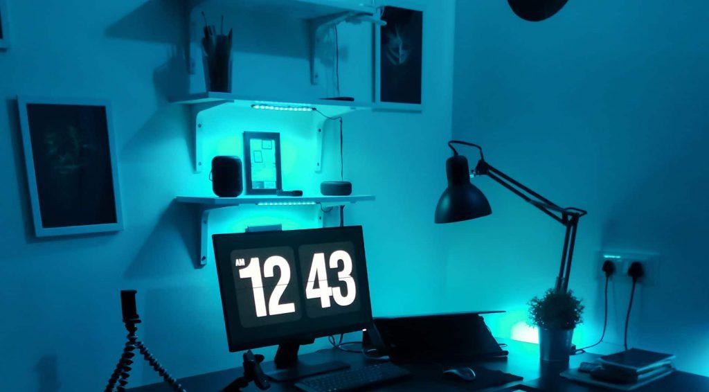Nappaliban elhelyezett led csíkok segítségével könnyen adhatunk stílusos hangulatot a szobának
