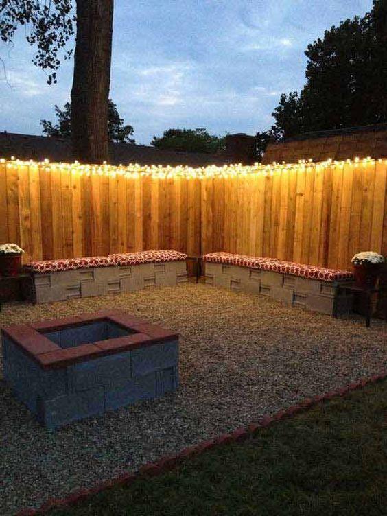 kerítésen fényfüzér